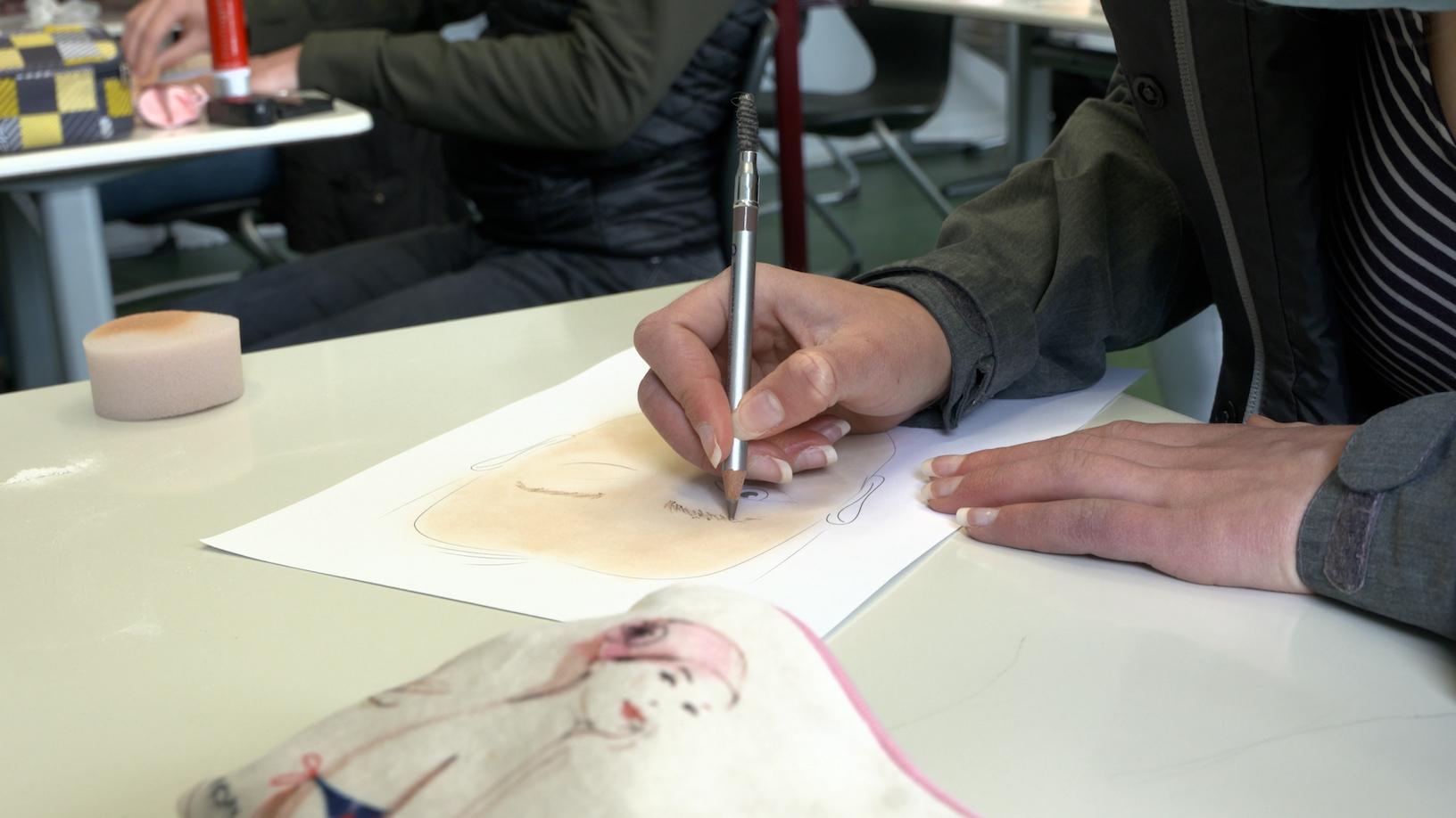 Schminke für Maskenbildner-Workshop  der Q 1